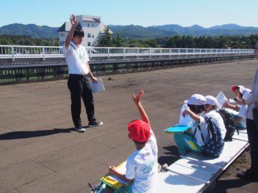 幸畑小学校の2年生が学区探検で来校しました