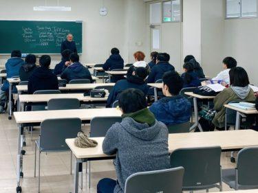 Snow Collegeで日本語とESLの講師をしているJeff Lamb氏が本学でレクチャーを行いました